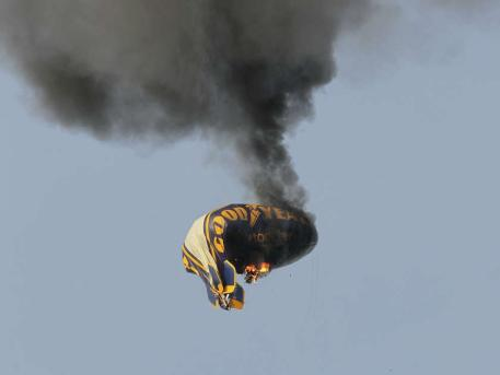 Goodyear Zeppelin Crash Video And Photos In Germany Car