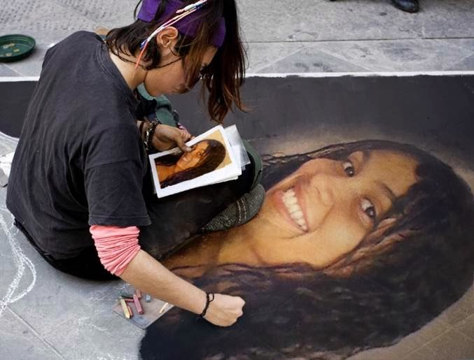 montagem de fotos pintura de rua na calçada