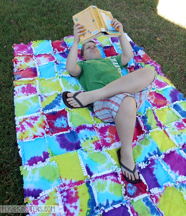 Tie Dye Picnic Quilt at my3monsters.com