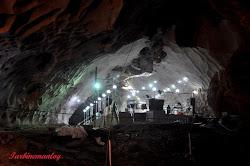 Kuil dalam gua