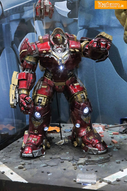 [Hot Toys] Avengers: Age of Ultron - Hulkbuster - Página 14 Hot-toys-sdcc-2015-161
