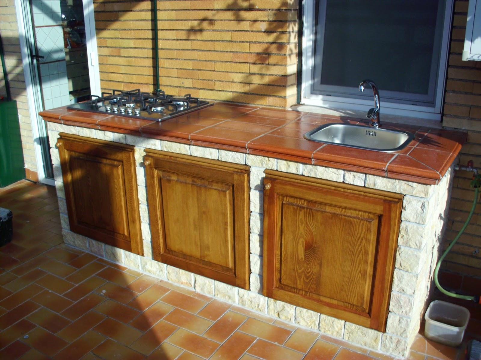 Creazione di una cucina in muratura da esterno su di un balcone ...