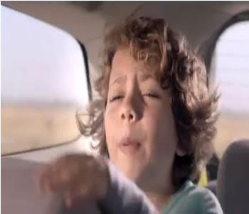 menino pede para fazer xixi comercial chevrolet spin