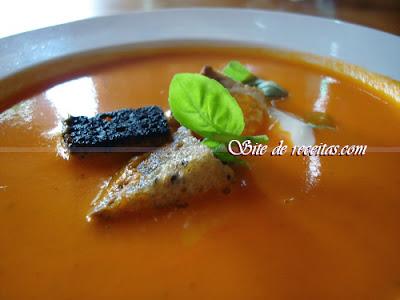 Sopa light de gengibre e cenoura