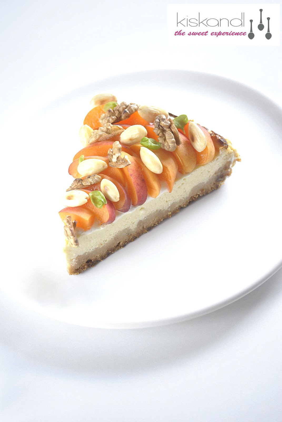 Yogurt cheesecake with apricot