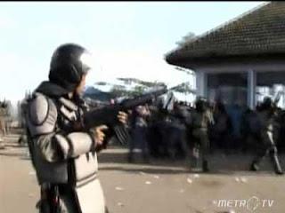 Video Kerusuhan Bima | Bentrokan di Pelabuhan Sape Bima