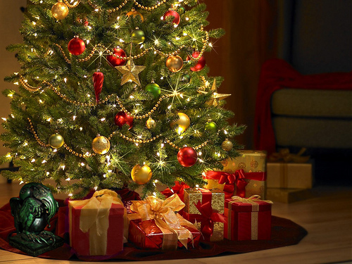 bright-christmas-christmas-presents-christmas-tree-decorations-Favim.com-317655.jpg (500×375)