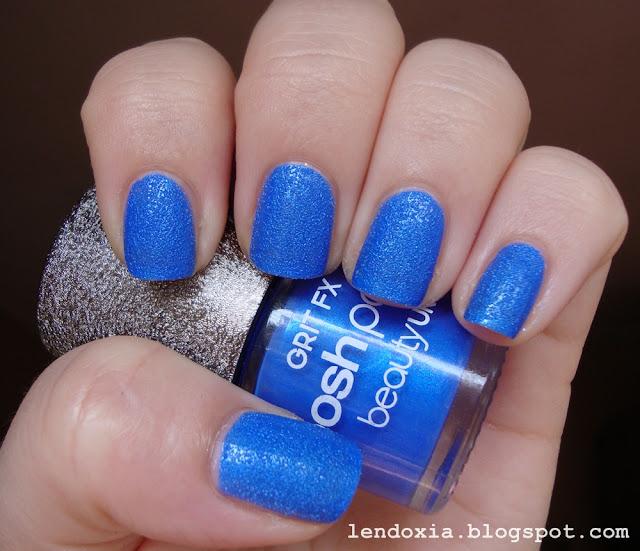 plavi hrapavi lak za nokte