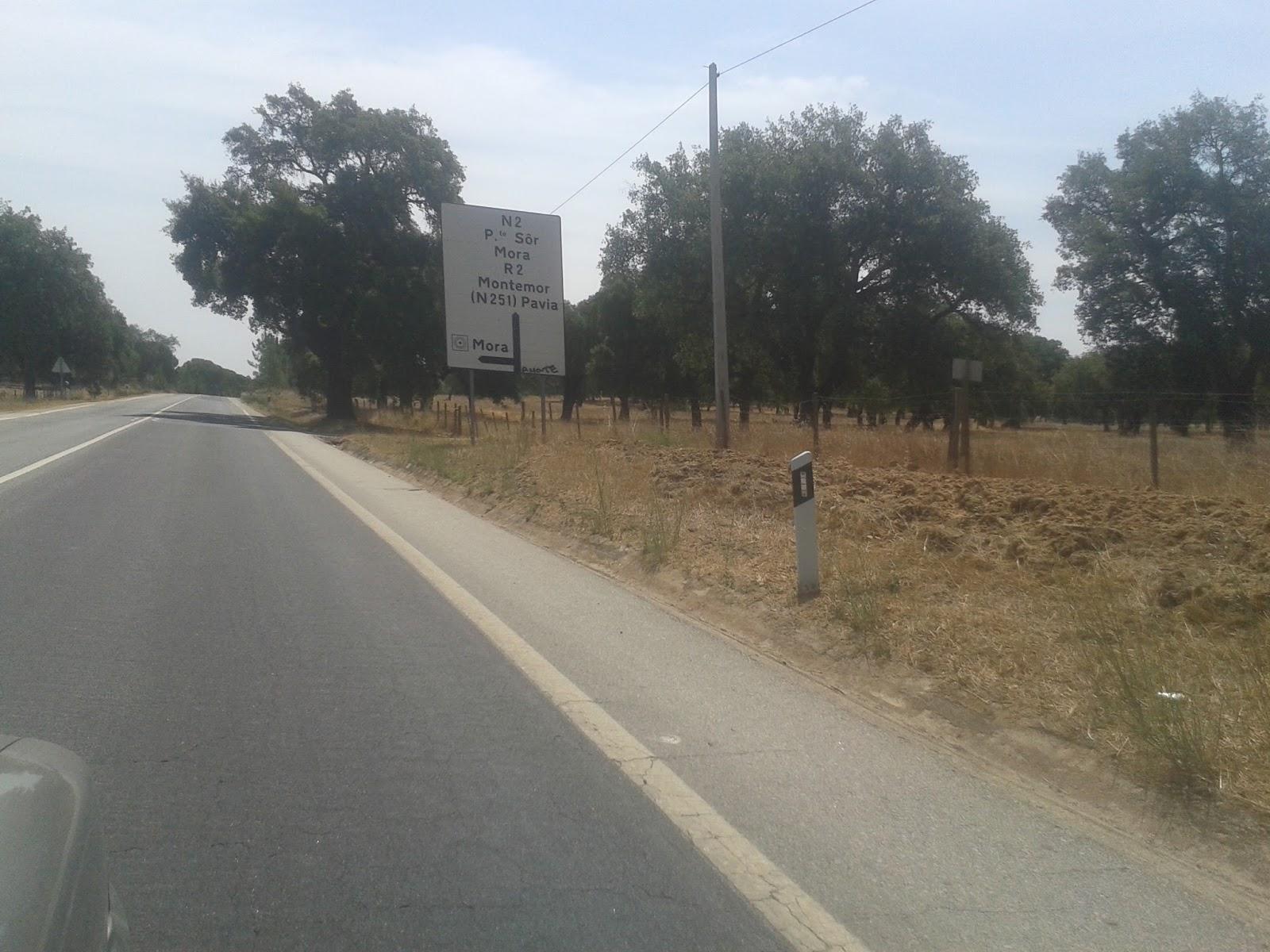Placa N2 em direção a Mora