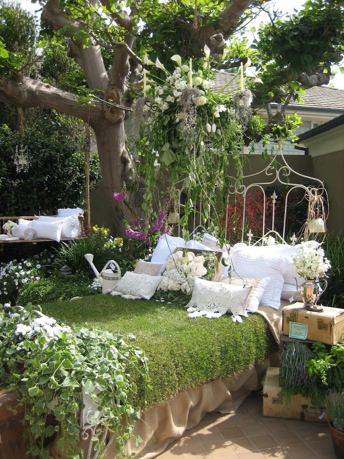 Vignettes antiques faite accompli secret garden tour 2012 for Table jardin beauty