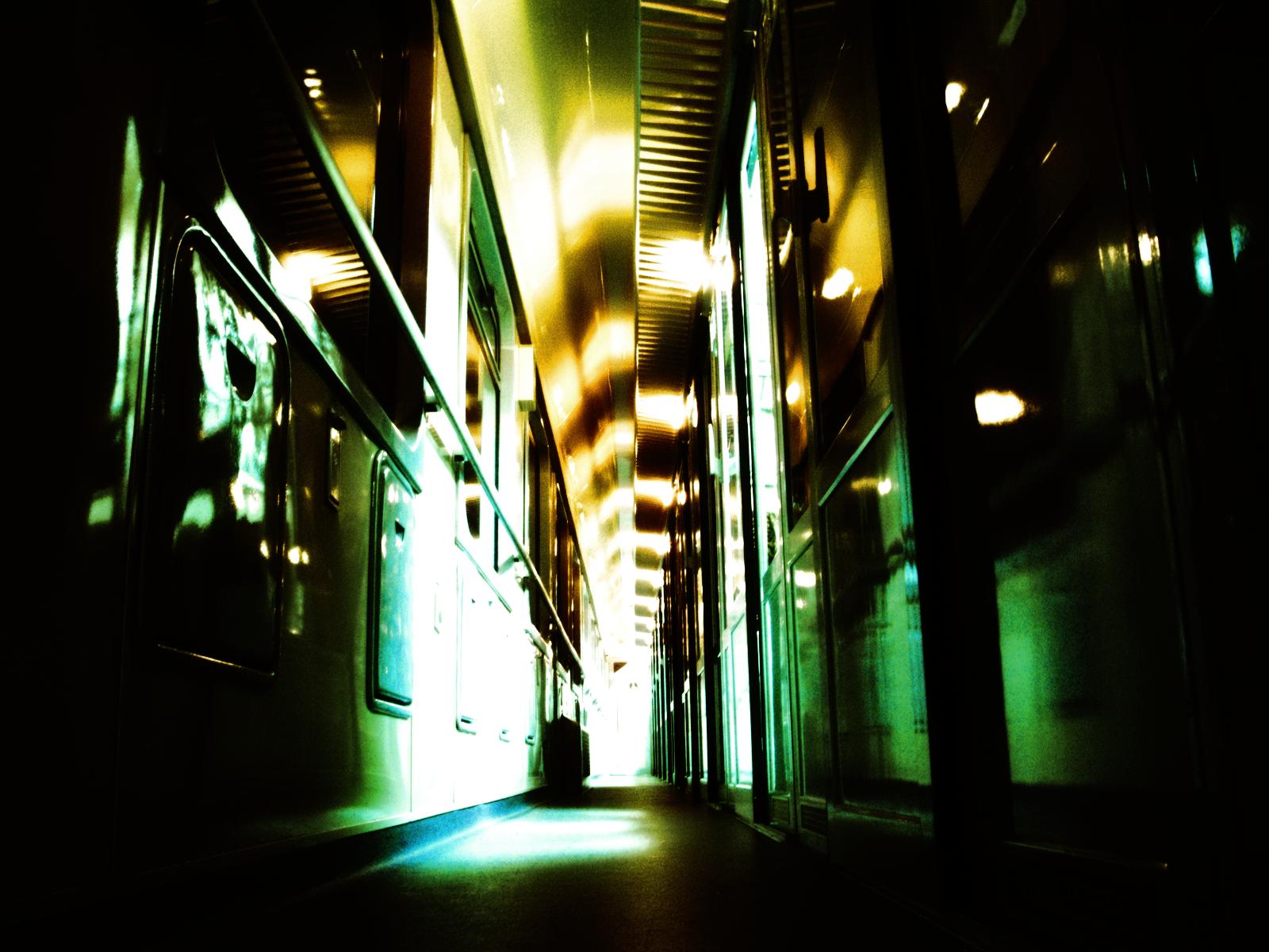 http://4.bp.blogspot.com/-tX895ZJB094/Trq0szNBtQI/AAAAAAAAAmQ/VousMhiLZ2Y/s1600/rail+car+corridor-wall-inkbluesky.png