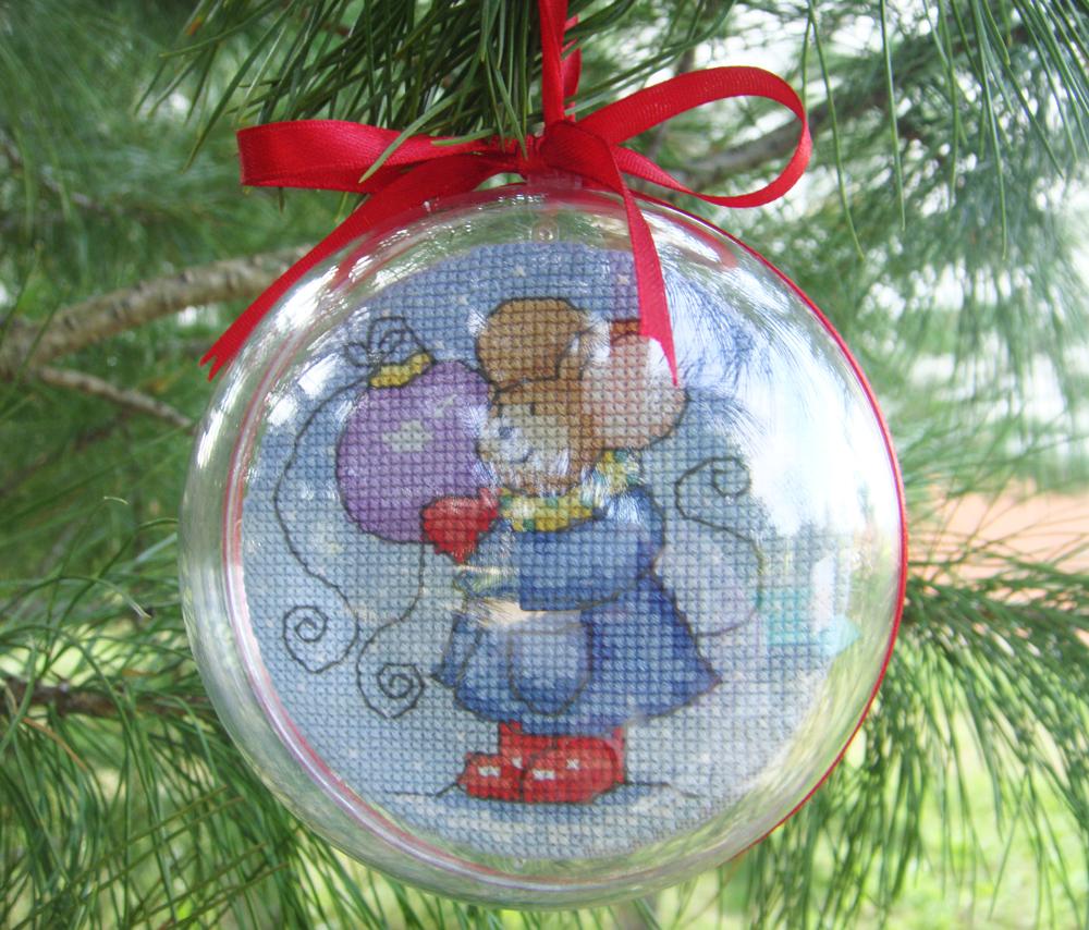 Вышивка объемные новогодние шары
