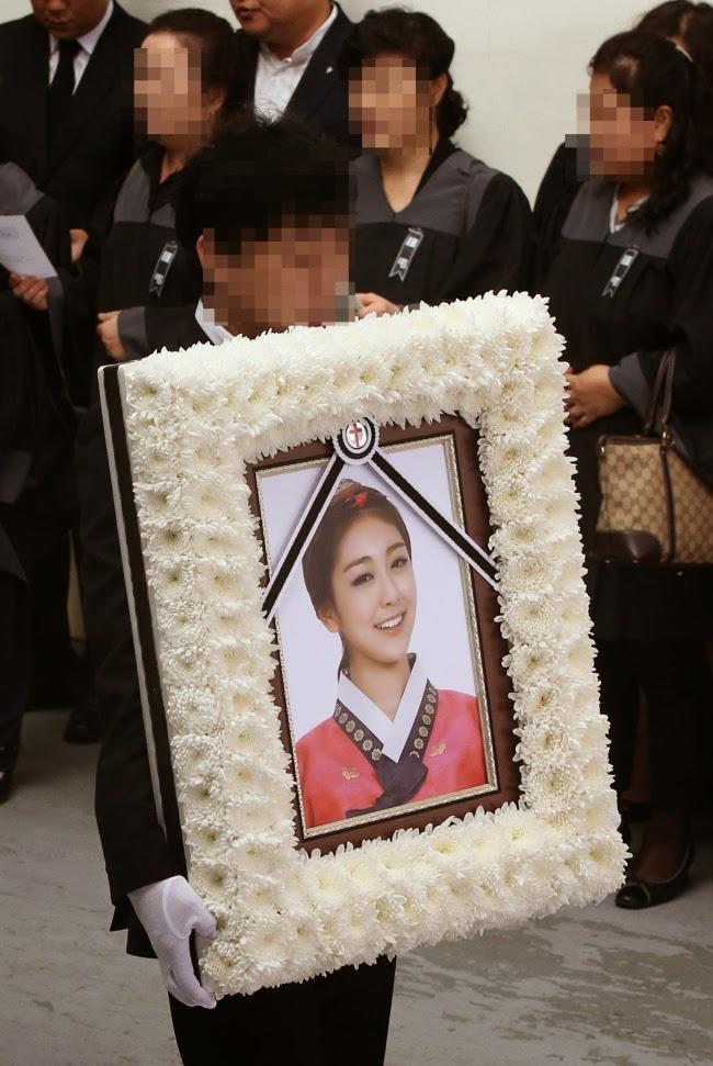 ShowbizAsiaUpdates: Grief at Ladies Code Rises Funeral