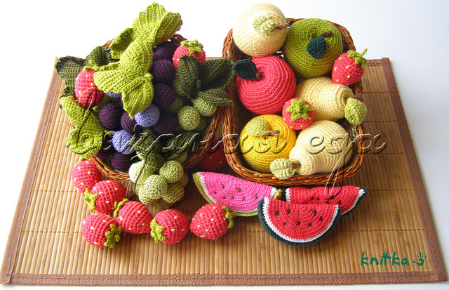 Beside crochet crocheted fruits for Decoracion del hogar con crochet