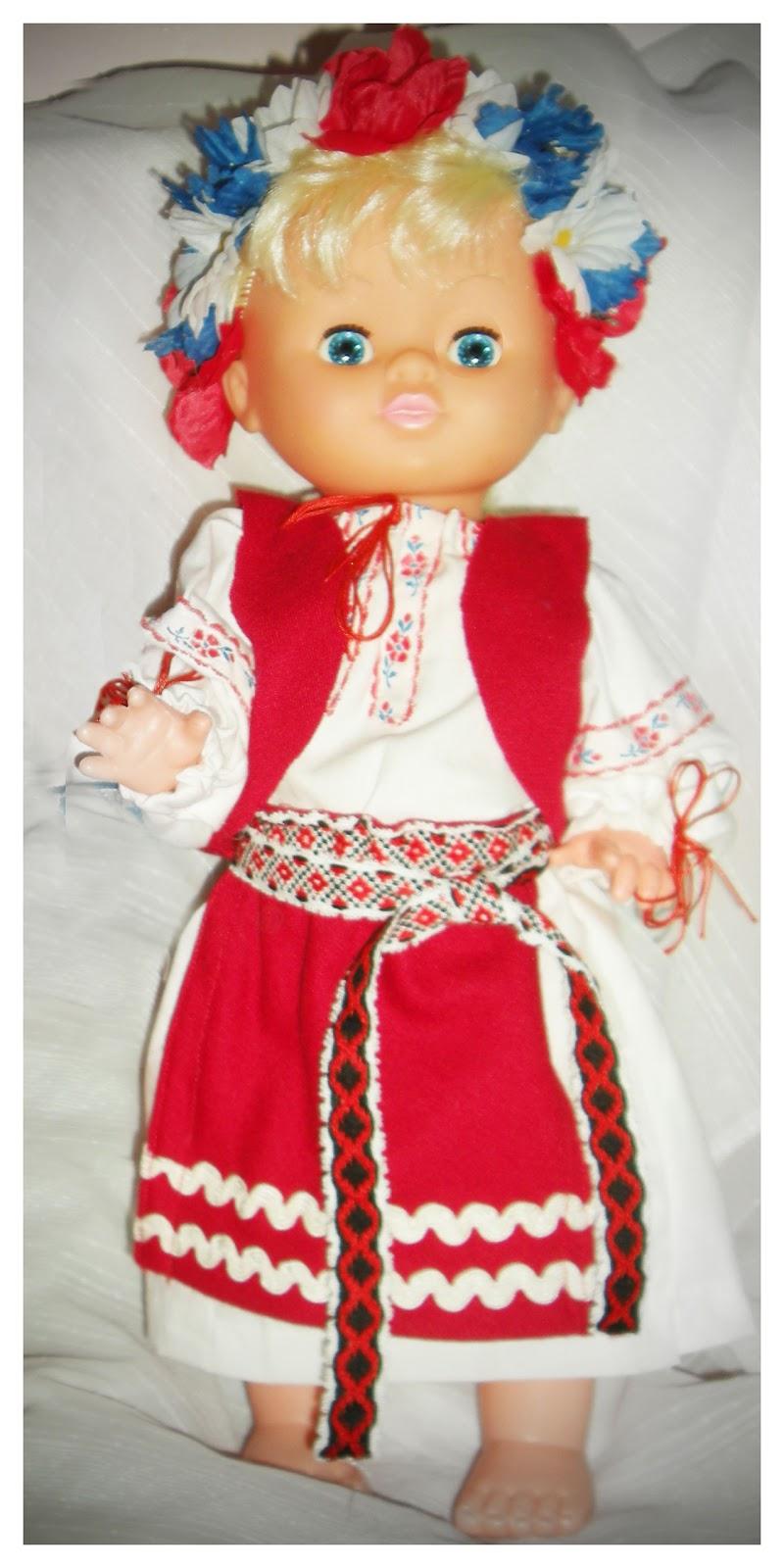 Одягати ляльку