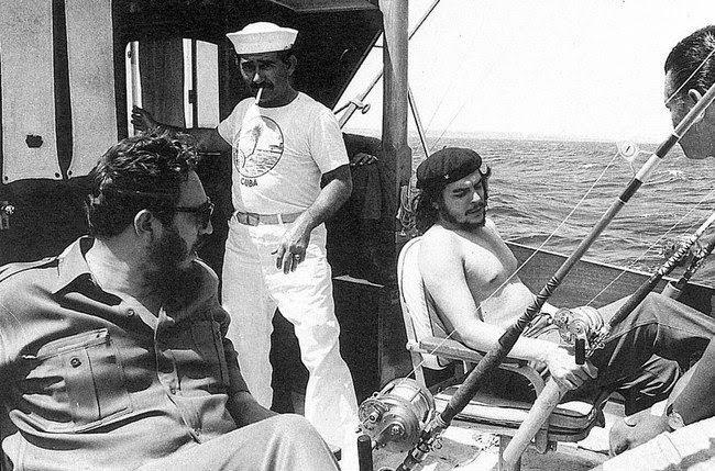 El Che Guevara y Fidel Castro van a pescar