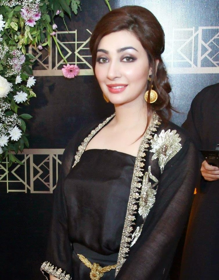 Ayesha Khan Free HD Wallpaper 2015