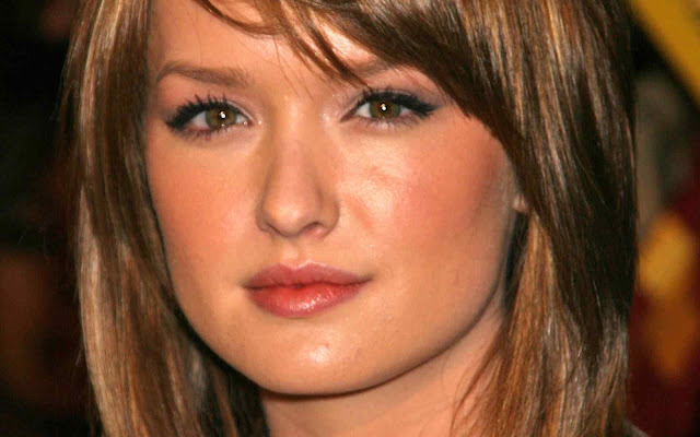 Actress Kaylee Defer