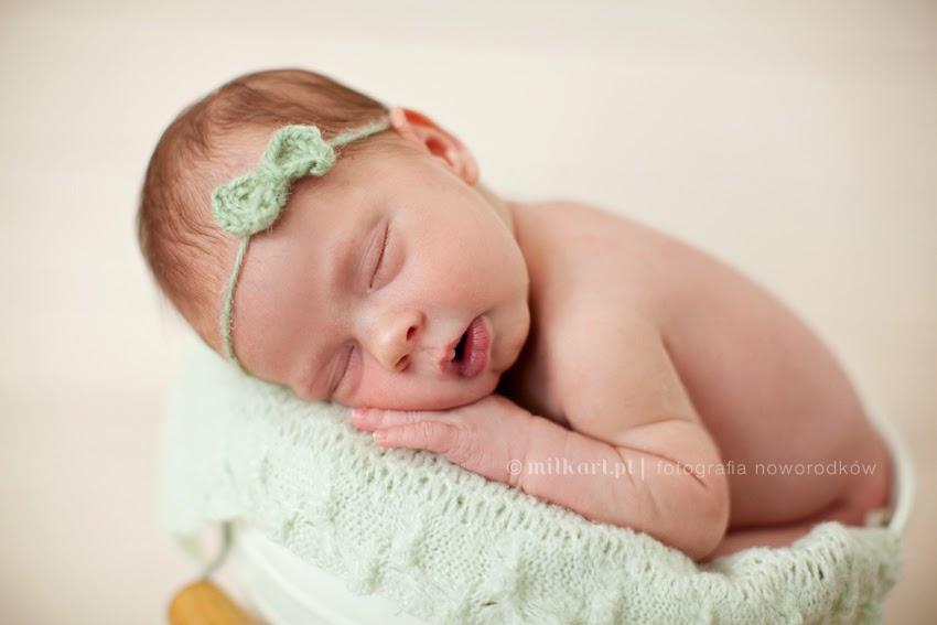 fotografia dziecięca, sesja fotograficzna niemowlaka, sesje noworodkowe,  profesjonalne studio fotograficzne