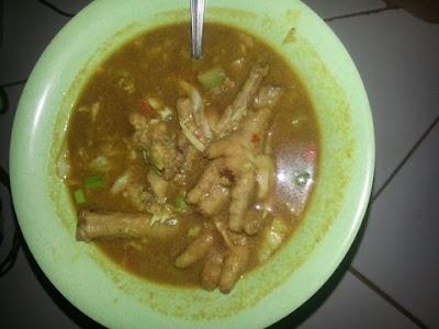 Tongseng yaitu masakan yang terbuat dari kuah santan dengan materi di dalamnya berupa dag Resep Memasak Tongseng Daging Ayam + Ceker Praktis Enak