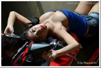 Foto Hot Gadis Model Pamer Susu Montok Nadia Ervina (bibie)