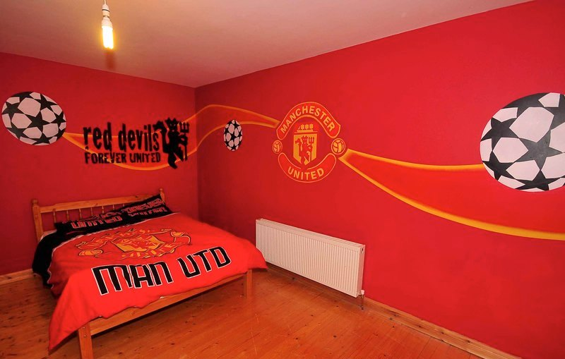 Man utd mural wallpaper hd joy studio design gallery for Arsenal mural wallpaper