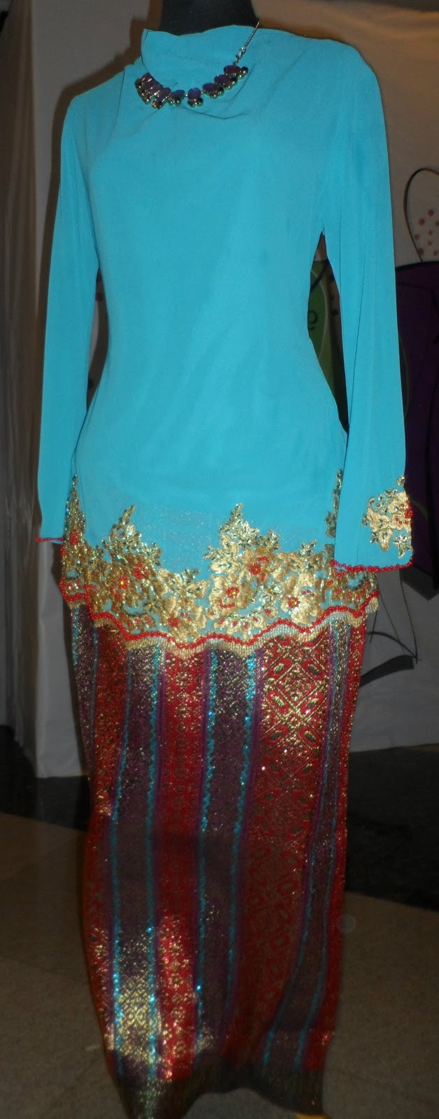 "Koleksi terkini ""Baju Kurung Kedah Songket"". Gabungan tradisional dan"