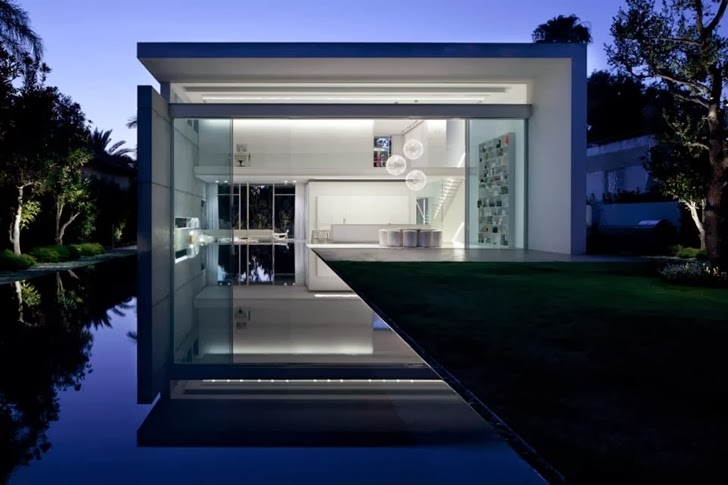 Swimming poo of White Ramat Hasharon House by Pitsou Kedem Architects at night