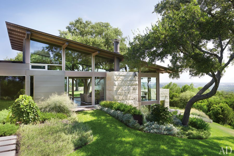 New home interior design a minimalist house in the texas for Hill country style homes