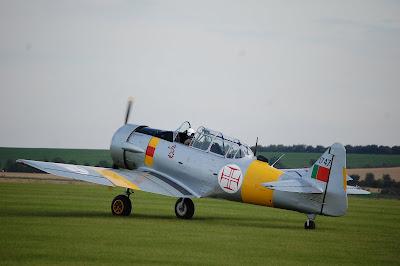 [Internacional] Quer voar num T-6 da Força Aérea Portuguesa ???  AA+T6+solo