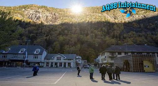 Selalu ada fenomena alam yang menarik di Eropa. Kali ini di Rjukan, Norwegia yang merupakan kota tanpa cahaya matahari.