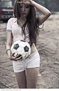 Gadis Cantik Asia Untuk Euro 2012