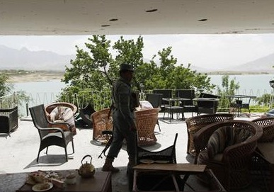twenty dead in Taliban siege of Afghan hotel