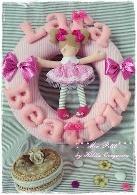 Enfeite porta maternidade-Guirlanda-em feltro-boneca serelepe-laços-Lara-Beatriz