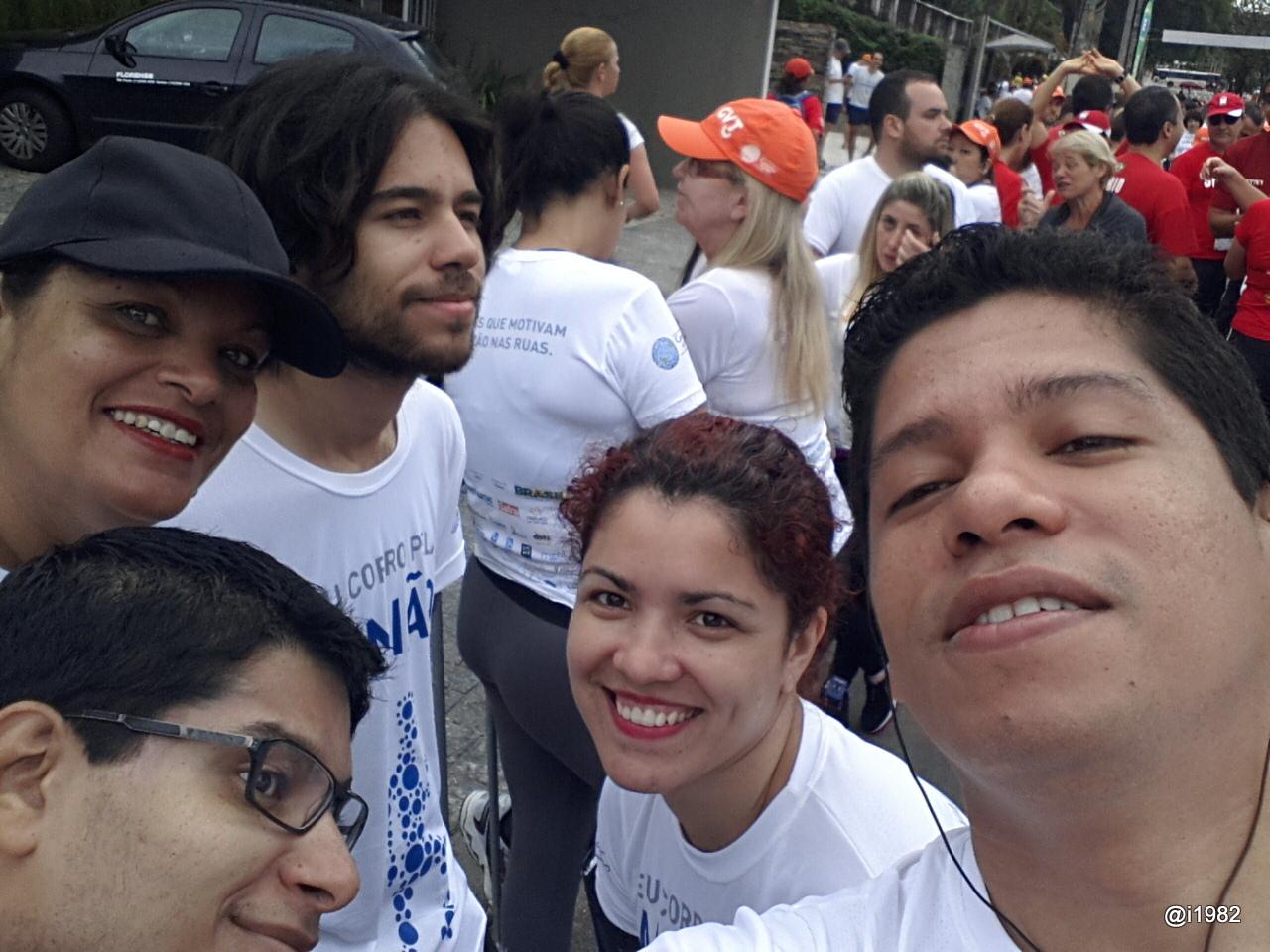 Família reunida na corrida Caminho da Paz 2013