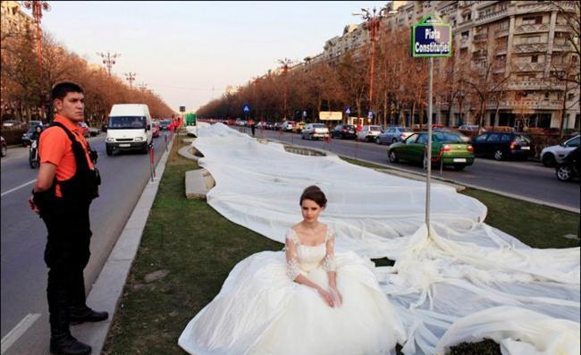 STRANGE MARRIAGE GOWN IN THE WORLD LONGEST WEDDING GOWN WORLD RECORD