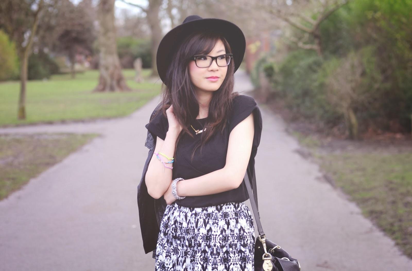 Fashion Blog UK, How to style black and white shorts, ways to wear monochrome