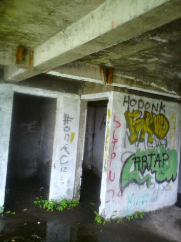 rumah hantu darmo kamar mandi lantai bawah tanah
