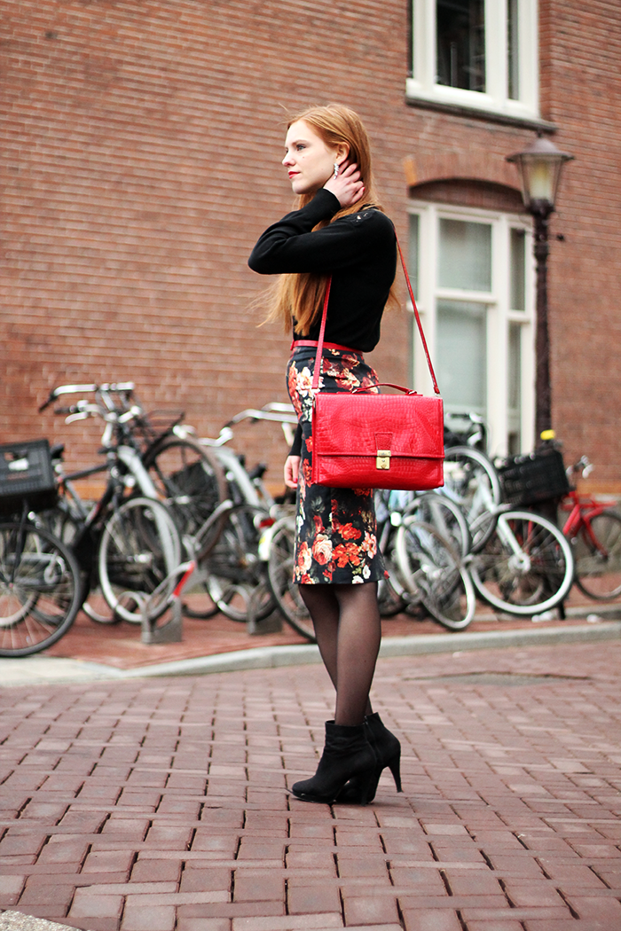 Dutch Fashion Blogger Birthday Outfit Roses Pencil Skirt Lace Sweater