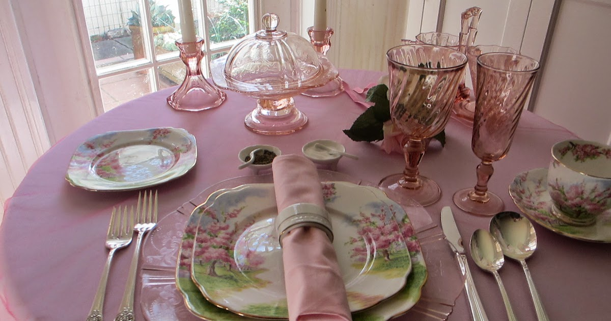 Table for one pretty in pink depression glass table for Pretty html table