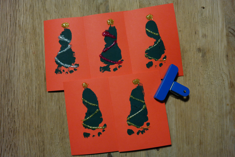 DIY: Baby's First Christmas Cards - Sparkly Christmas Trees
