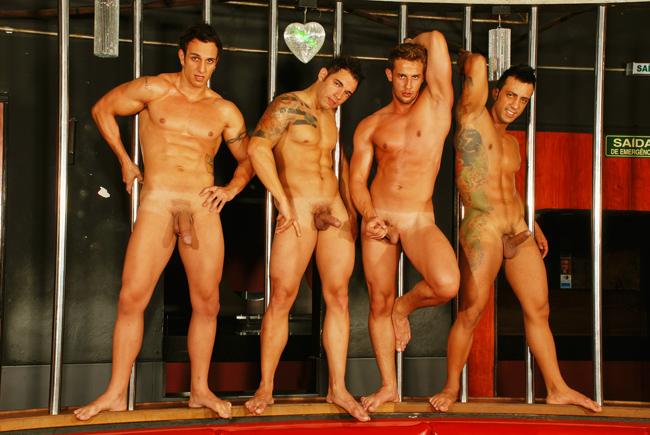 в мужики голые клубе танцоры