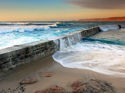 Ocean Waves and Sea Wall wallpaper