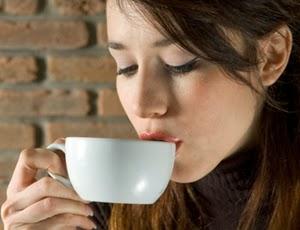 Cewek Cantik Lagi Minum Kopi - www.NetterKu.com : Menulis di Internet untuk saling berbagi Ilmu Pengetahuan!