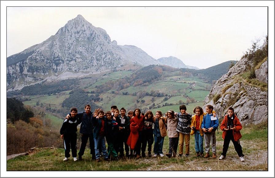 50 ANIVERSARIO CEIP FRAY PABLO: Curso 1996/97. Excursión a las cuevas de Cova...