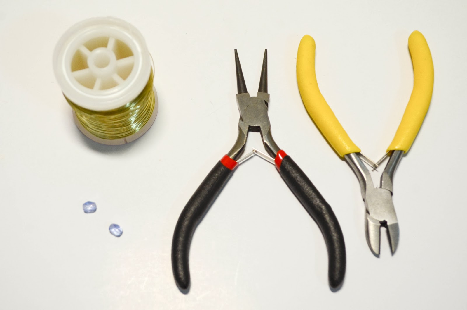wire gold bead two blue round nose plier cutter