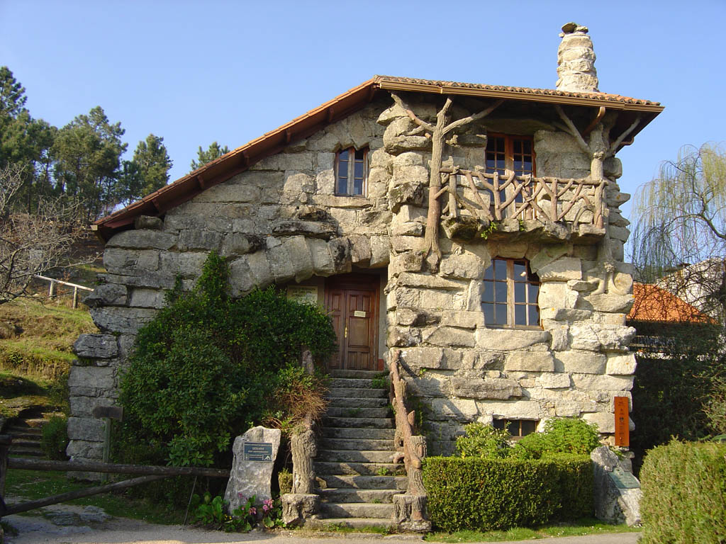 Lisandra corretora imov is fict cios casa super rust ca for Modelos de casas rusticas