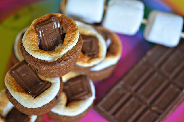 MINI CHOCOLATE CHIP COOKIE S'MORES - Hugs and Cookies XOXO