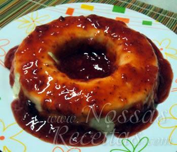 receita de mousse de mangaba servido com gellé de morango