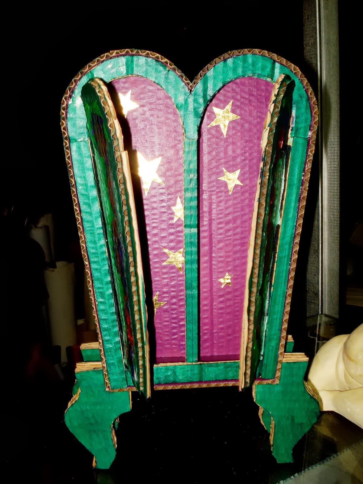 Calafate cartonera uno de los extra os seres muebles for Muebles seres